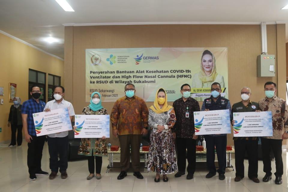 Dewi Asmara Serahkan Bantuan Ventilator dan HFNC Untuk 5 RS di Sukabumi