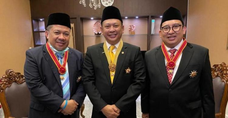 Bamsoet Persembahkan Tanda Bintang Kehormatan Jasa Utama Untuk Keluarga Besar DPR RI