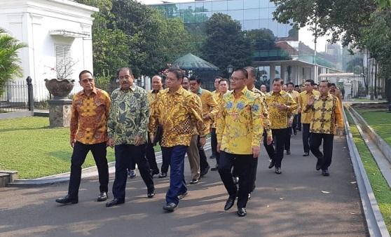 Silaturahmi Singkat Dengan Jokowi, Partai Golkar Tak Membahas Munas 2019