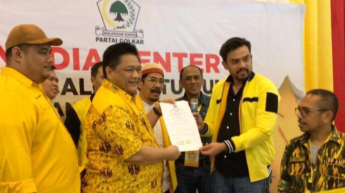Ridwan Hisjam, Kader Golkar Pertama Serahkan Formulir Calon Ketua Umum