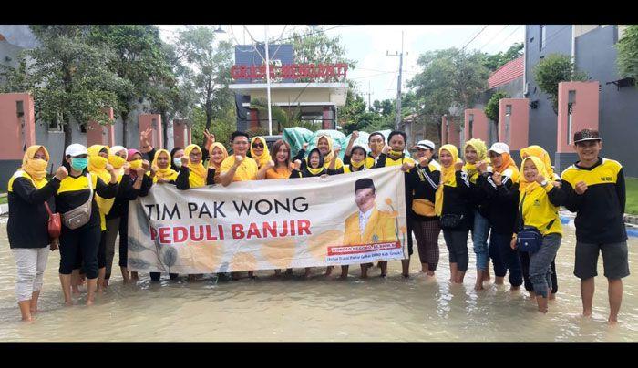 Ketua Fraksi Golkar DPRD Gresik, Wongso Negoro Bagikan 1.000 Paket Sembako Untuk Korban Banjir Kali Lamong