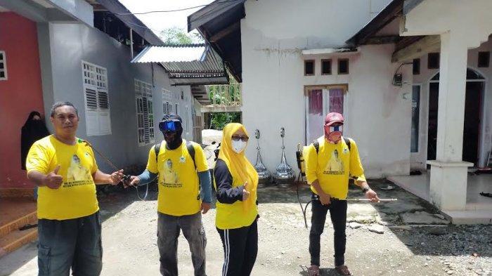 Ketua DPRD Palopo Lakukan Sendiri Penyemprotan Disinfektan Keliling Wara Timur Hingga Sendana