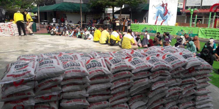 Golkar Kota Medan Bagikan 10 Ton Beras Bagi 2.000 Keluarga di Medan Johor