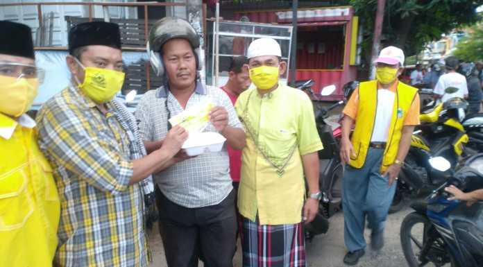 Golkar Parepare Bagikan Nasi Kotak dan Masker Untuk Warga Terdampak COVID-19