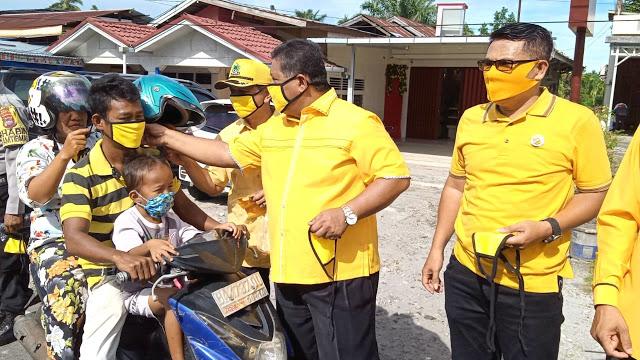 Golkar Pasaman Barat Bagikan 3000 Masker Untuk Masyarakat Lembah Melintang dan Sungai Beremas