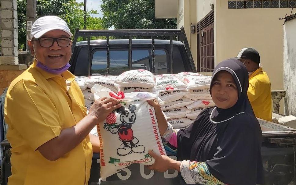 Ketua Golkar Banda Aceh Bagikan 1200 Sak Beras Untuk Warga Baiturrahman dan Lueng Bata