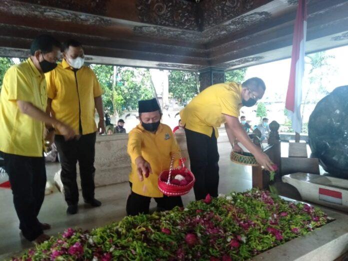 Usai Lantik Pengurus Golkar Blitar, Sarmuji dan Sahat Simanjuntak Ziarah ke Makam Bung Karno