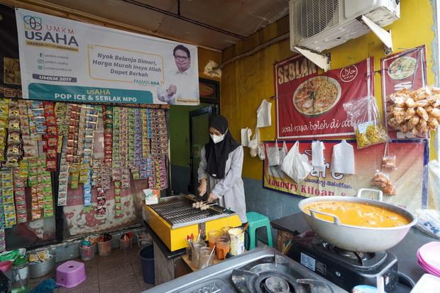 Wajah Airlangga Mulai Marak di Pelosok Jakarta, Paman AHA Ajak Masyarakat Belanja Ke Warung