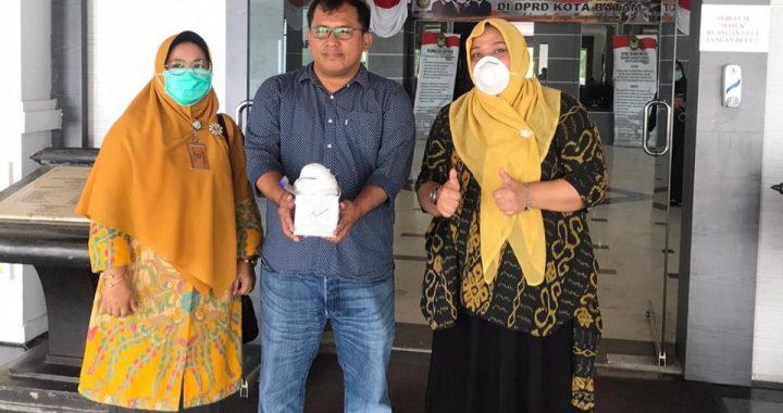KPPG dan IIPG Batam Bagikan Masker dan Hand Sanitizer Untuk Tukang Ojek dan Pedagang Kaki Lima