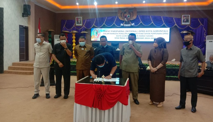 Gantikan Risman Taha, Hardi Sidiki Resmi Jabat Ketua DPRD Kota Gorontalo