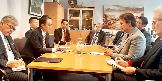 Wamendag Jerry Sambuaga Gugat Diskriminasi Uni Eropa Terhadap Sawit Indonesia di Forum WTO