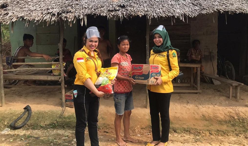 AMPG Riau Rayakan HUT Ke-56 Golkar Dengan Berbagi Sembako Untuk Masyarakat Pekanbaru