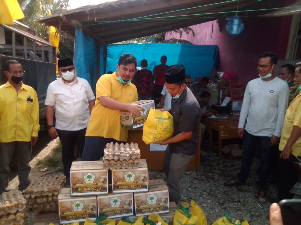 Golkar Aceh Tenggara Serahkan Sembako Untuk Korban Kebakaran di Desa Penampaan