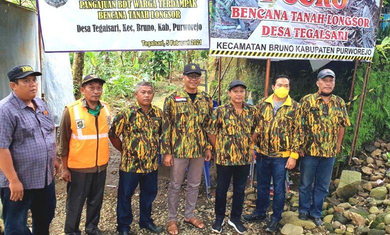 Imam Teguh Purnomo Pimpin AMPG Jateng Bagikan Sembako Untuk Korban Tanah Longsor di Tegalsari Purworejo