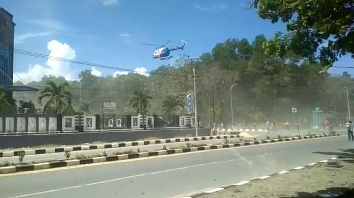 Supriansa Protes Kapolri, Heli Polda Sultra Terbang Rendah Bubarkan Aksi Mahasiswa Halu Oleo
