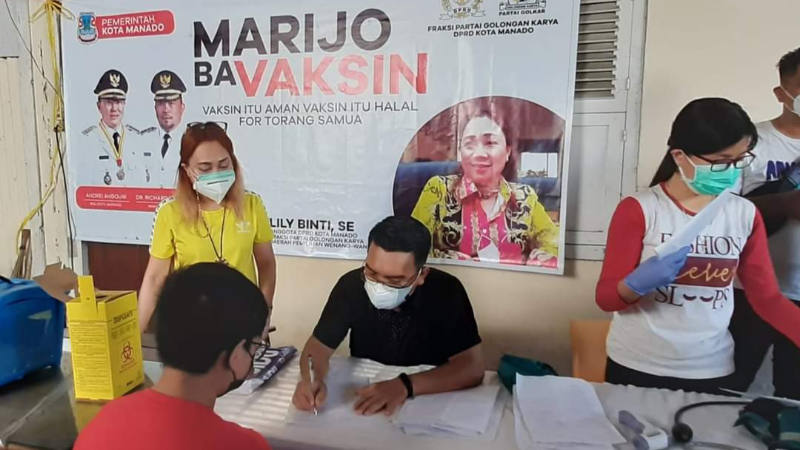 Gandeng Dinkes Pemkot Manado, Lily Binti Gelar Vaksinasi COVID-19 di Pinaesaan