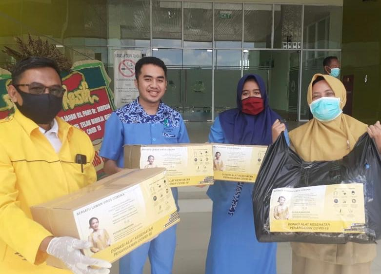 Puteri Komarudin Salurkan 750 Set APD Bagi Tenaga Medis RSUD dan Puskesmas di Karawang-Bekasi