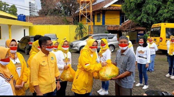 Riana Sari Arinal IIPG Lampung Tebar Ratusan Paket Sembako Untuk Warga Terdampak COVID-19