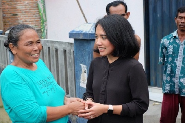 Puteri Komarudin Gandeng BRI Salurkan Bantuan Korban Banjir di Karawang dan Bekasi