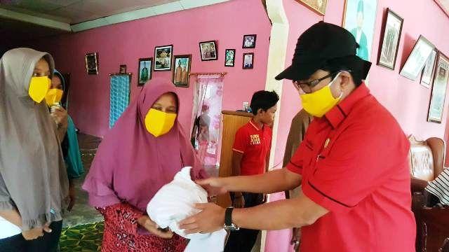 Ivan Wirata Pimpin SOKSI Jambi Bagikan Sembako Bagi Masyarakat Terdampak COVID-19