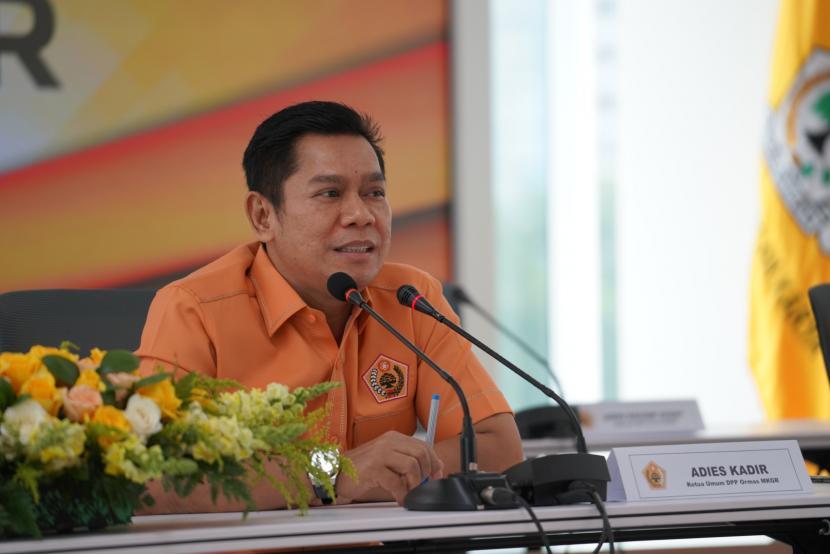 Adies Kadir Bagikan 5.000 Paket Sembako Untuk Warga Surabaya-Sidoarjo Terdampak Pandemi