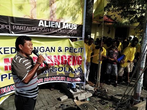 Jelang Musda, Pendukung Edi Langkara dan Alien Mus Bersitegang di Depan Kantor Golkar Malut
