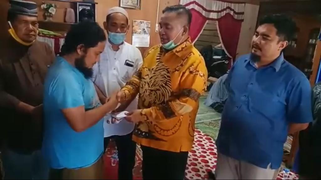 Airlangga Berangkatkan Umroh Said Maulana, Ustadz Aceh Yang Ditusuk Saat Ceramah Maulid Nabi