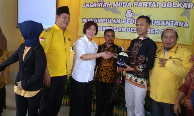 Efin Nurtjahja dan AMPG Tanggamus Gelar Pendidikan Politik Untuk Anak Bangsa