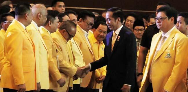 Jokowi Terlihat Lebih Nyaman Bersama Golkar Daripada Dengan PDIP