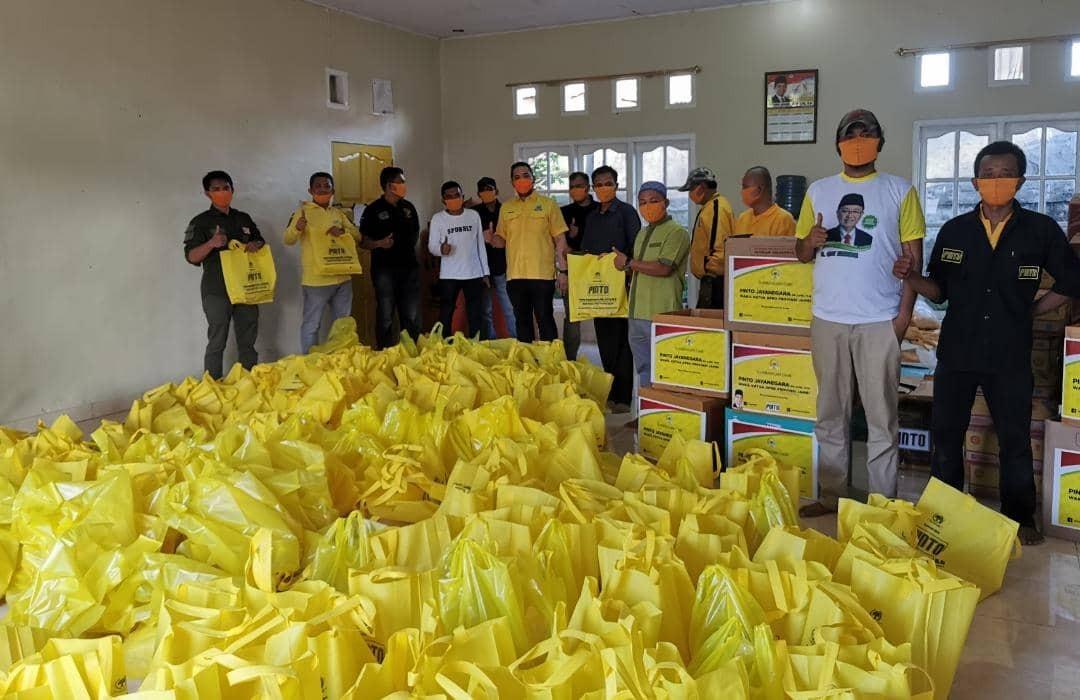 Borong Beras Petani Merangin, Pinto Jayanegara Salurkan Untuk Warga Terdampak COVID-19