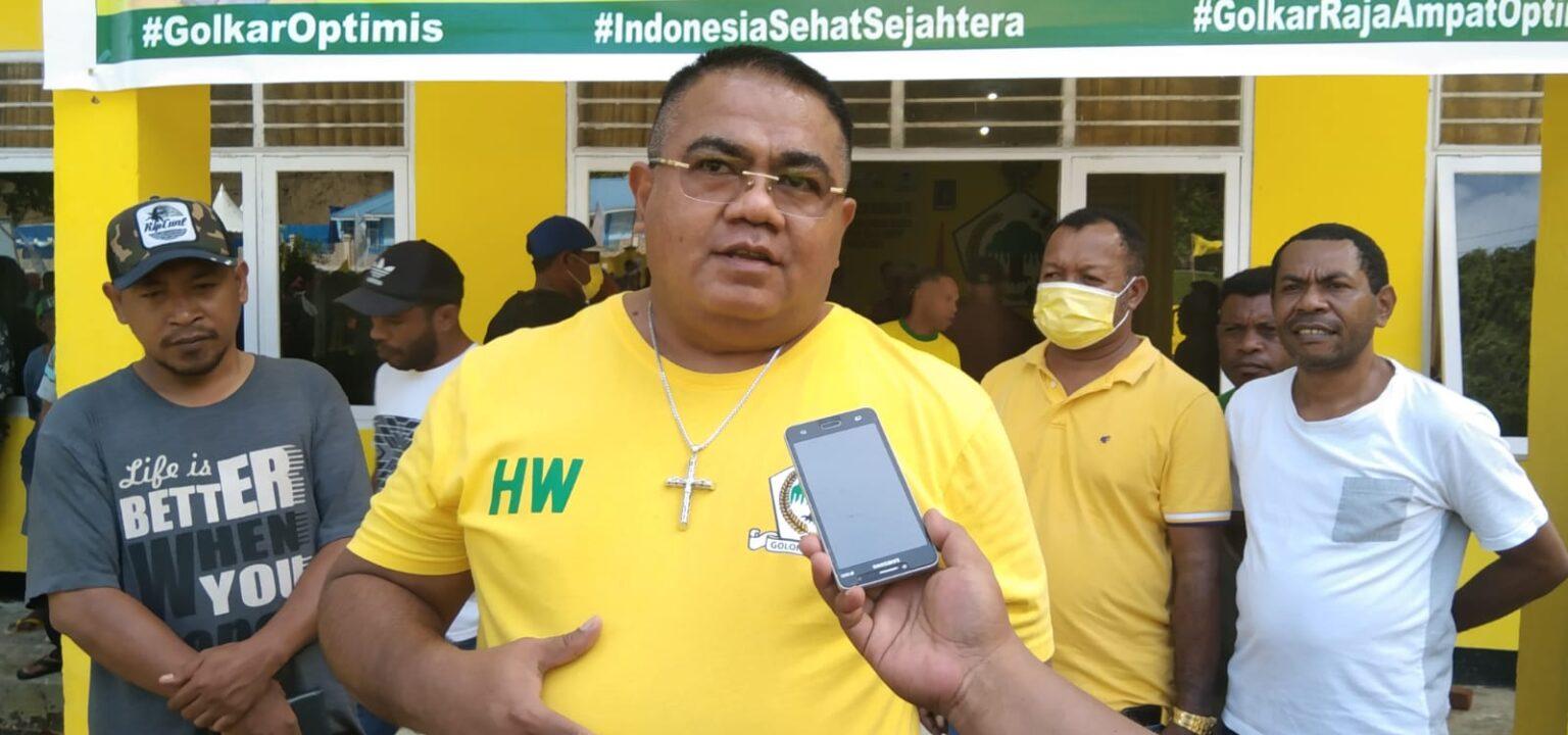 Hendrik Wairara Pimpin Langsung Golkar Raja Ampat Bagikan 1.000 Sembako di Distrik Waisai