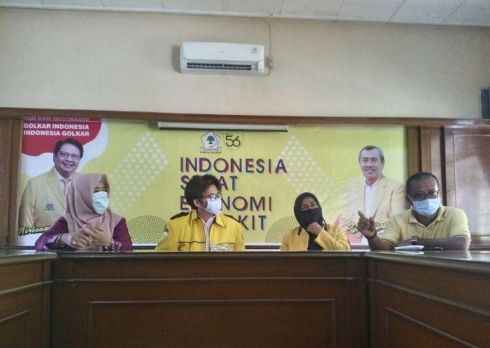 Rayakan HUT Ke-56, Golkar Riau Bagikan Ribuan Paket Sembako Dan Beri Penghargaan 12 Tokoh Senior