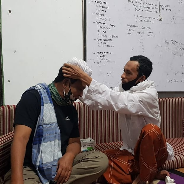 Sambangi Majelis Taklim Nurul Muhibbin di Ketapang, Sahbirin Noor Diberi Kenangan Kopiah Haji