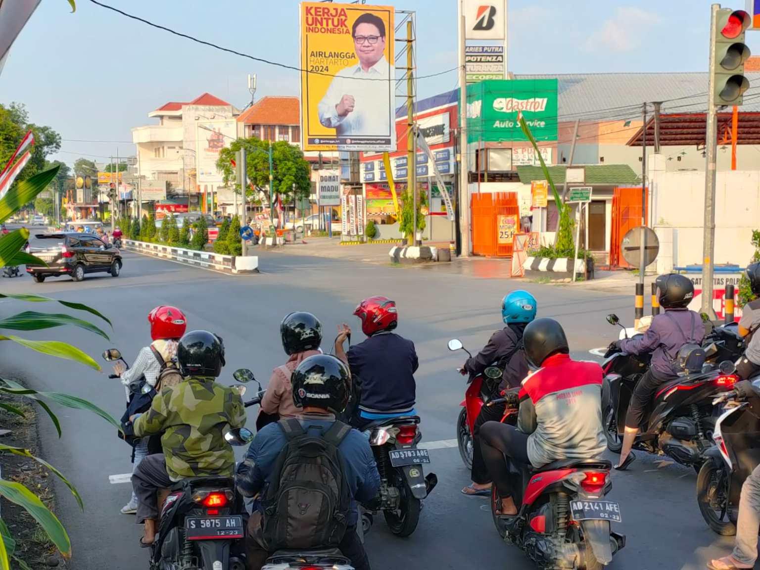 Ingin Punya Capres Sendiri Di 2024, Kader Golkar Sragen Rela Urunan Demi Pasang Baliho Airlangga
