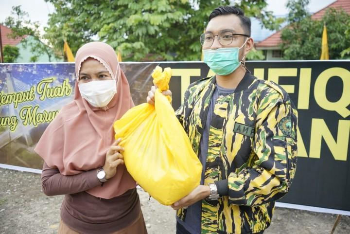 AMPG Bagikan Puluhan Paket Sembako Untuk Masyarakat Kota Pekanbaru