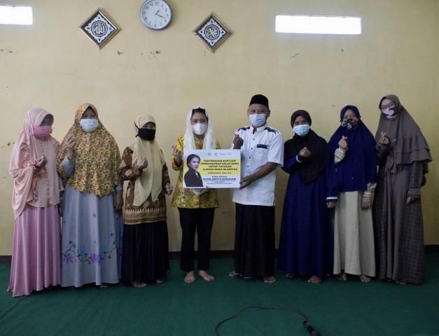 Puteri Komarudin Salurkan Rp.365 Juta Bangun Sarana Ibadah dan Pendidikan di Bekasi, Karawang dan Purwakarta