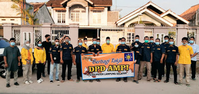 Tony Eka Candra Puji Aksi AMPI Lampung Selatan Bagikan 1000 Takjil Untuk Masyarakat Candi Puro
