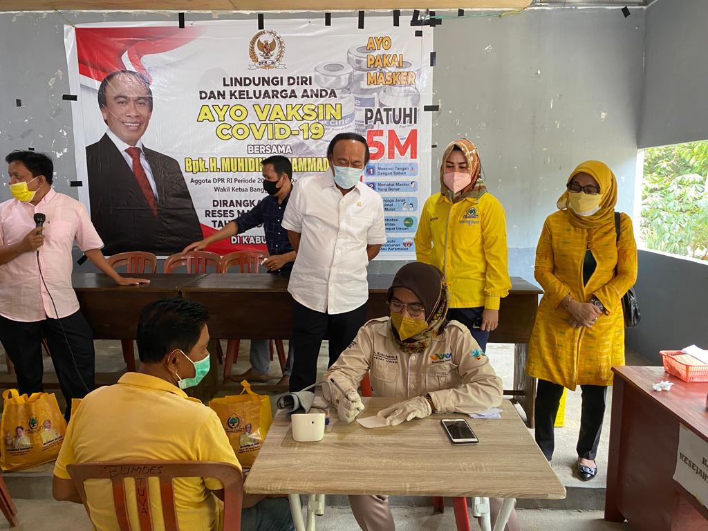Kejar Target Herd Immunity, Muhidin M Said Terjun Langsung Bantu Kegiatan Vaksinasi di Sigi Sulteng