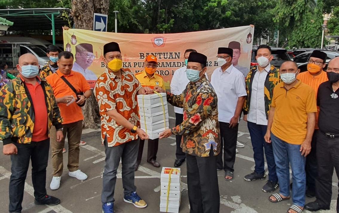 BMK 1957 DKI Jakarta Distribusikan 500 Nasi Kotak Untuk Jamaah Masjid Cut Meuthia