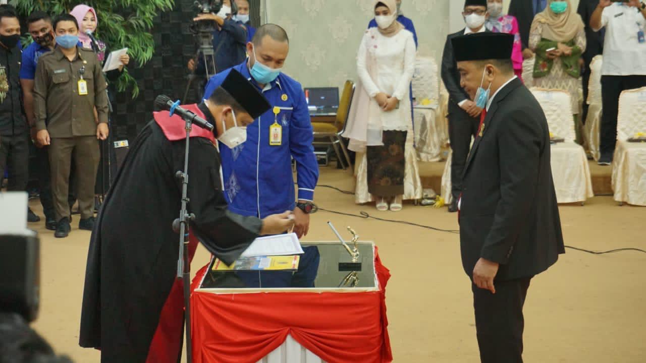 Gantikan Risman Taha, Hardi Sidiki Resmi Dilantik Jadi Ketua DPRD Kota Gorontalo