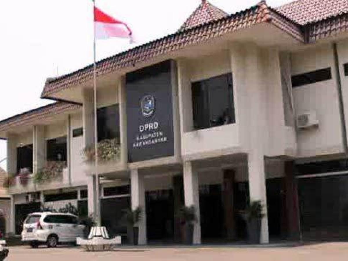 Siti Khomsiyah Pastikan Fraksi Golkar DPRD Karanganyar Sumbang 2 Bulan Gaji Tanggulangi Corona