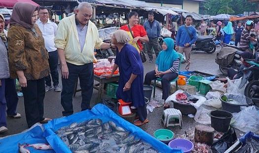 Blusukan Ke Pasar Kota Pagaralam, Alex Noerdin Disambut Antusias Para Pedagang