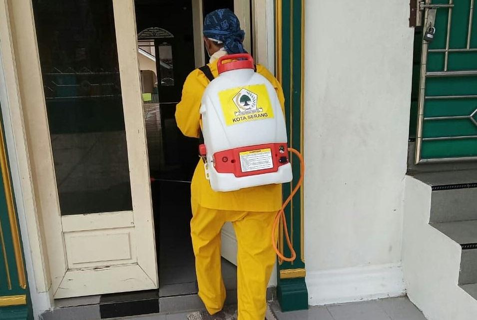 Cegah COVID-19, Golkar Kota Serang Lakukan Penyemprotan Desinfektan Bertahap