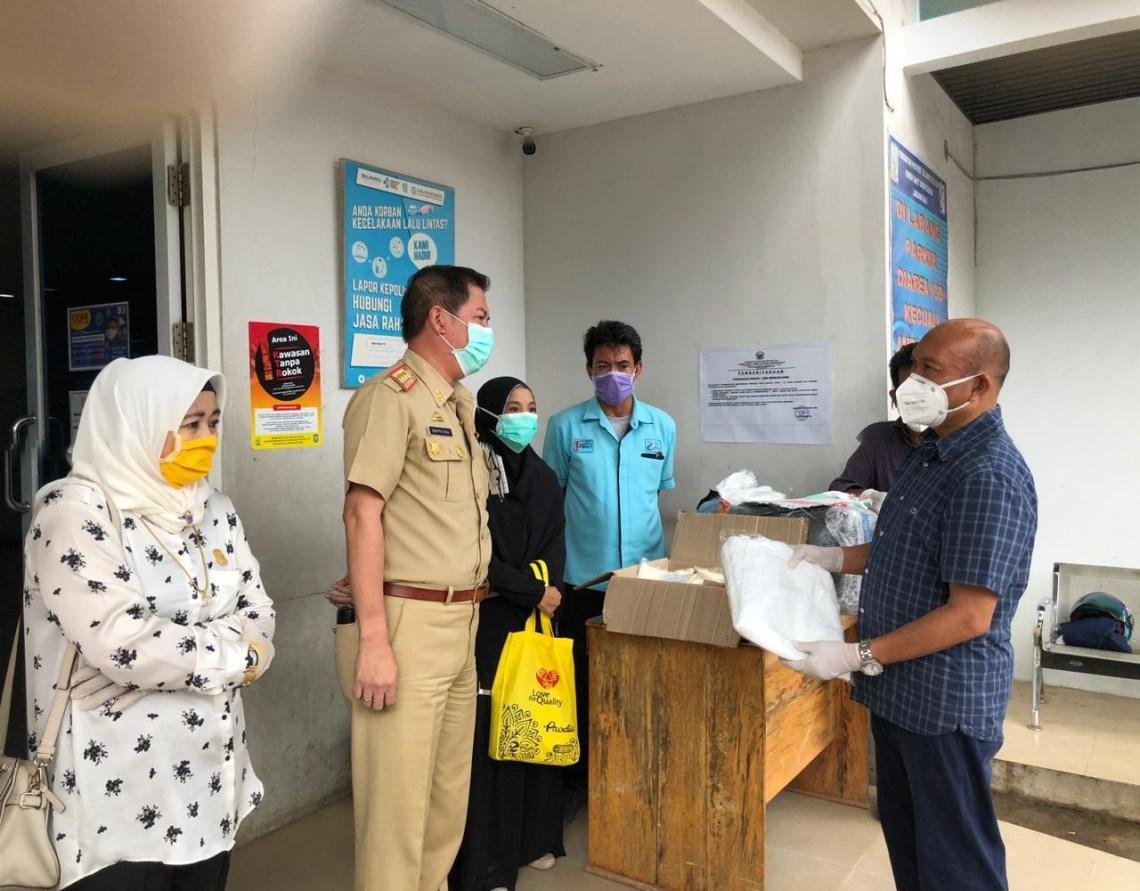Legislator Golkar, Nurul Hidayat Bagikan APD ke-10 Rumah Sakit di Kota Makassar