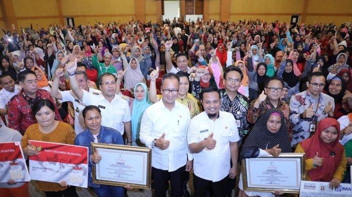 Turunkan Angka Kemiskinan, Agus Gumiwang Janji Cairkan Dana PKH April 2019