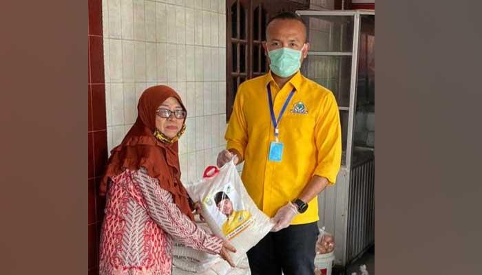 Wabah Corona, Akbar Himawan Buchari Bagikan Ratusan Paket Sembako di 10 Kecamatan di Sumut