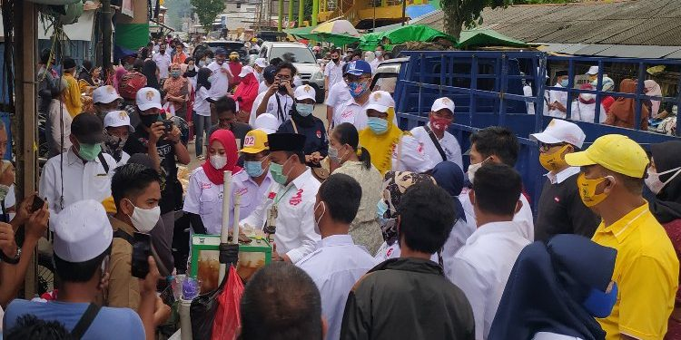 Blusukan Ke Sejumlah Pasar di Kota Pangkalan Bun, Edy Pratowo Disambut Antusias Warga