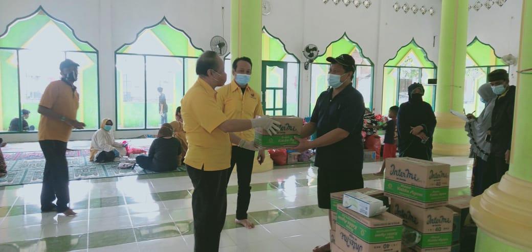 Ormas MKGR Kota Makassar Bagikan Sembako Untuk Warga Perumnas Antang Terdampak Banjir