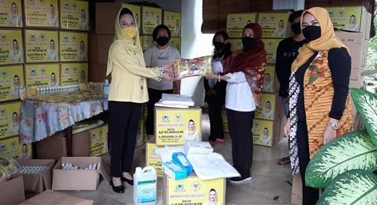 Dewi Asmara Bagikan Ribuan APD Untuk Tenaga Medis dan Masyarakat di Kota dan Kabupaten Sukabumi