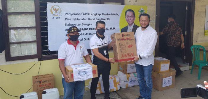 Bambang Patijaya Salurkan Paket Sembako dan Masker Untuk Masyarakat Belinyu